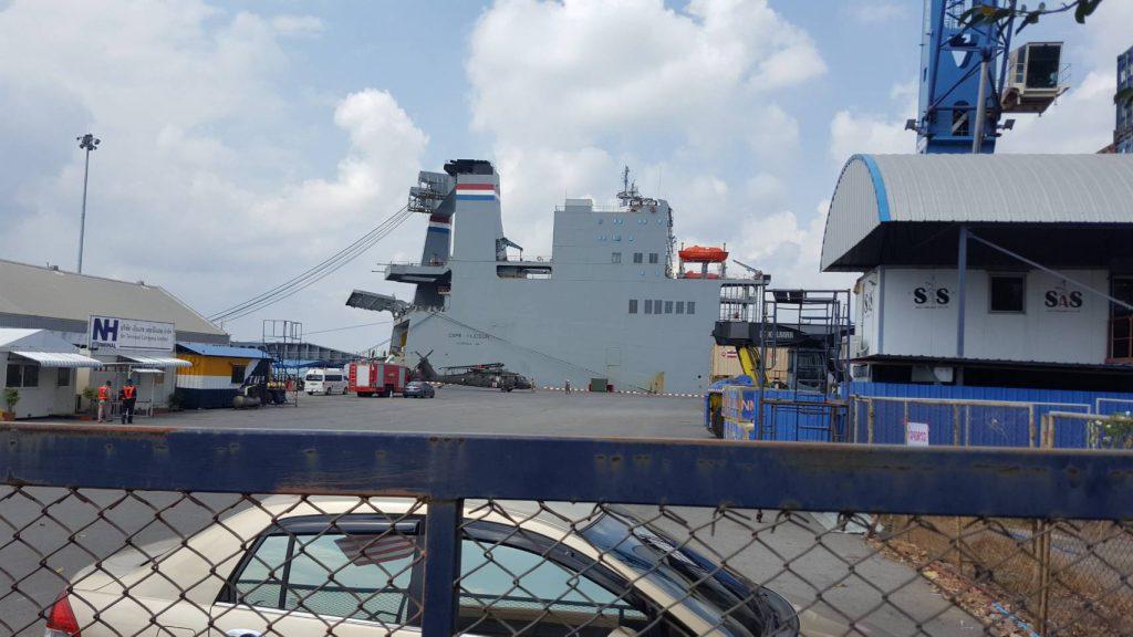 เฮลิคอปเตอร์แบล็คฮอค ถูกลำเลียงขึ้นเรือหลังจากฝึก CG19 จบ