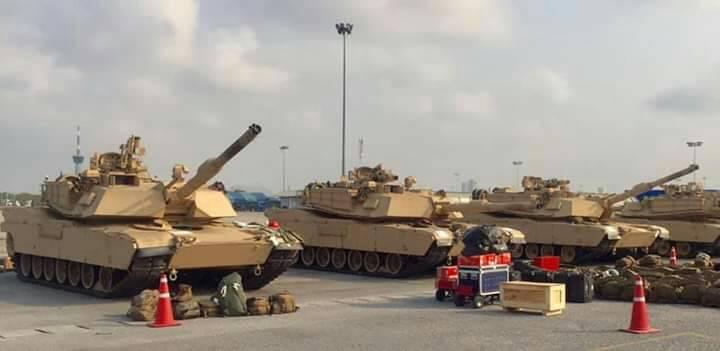 รถถังหลัก M1A1 สีทะเลทราย ประจำการในนาวิกโยธินสหรัฐ